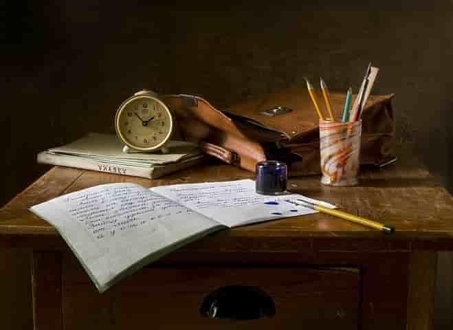 机の上の勉強道具
