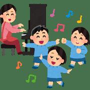 ピアノを弾く幼稚園の先生